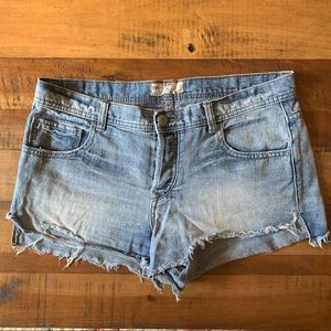 FREE PEOPLE denim short (size 29)